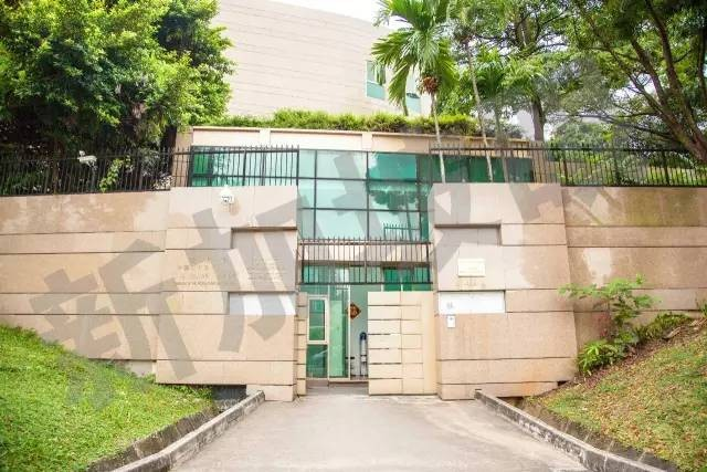 領事館 大使 館