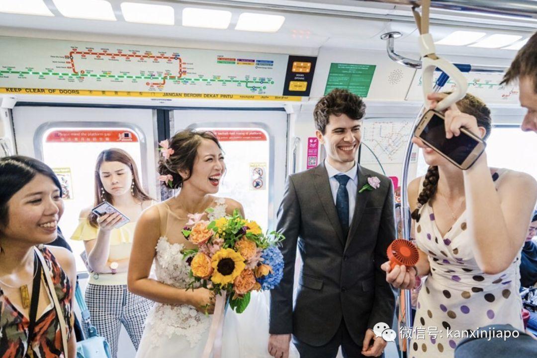 新加坡高颜值CP,居然在地铁上拍婚纱照