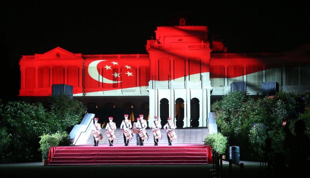 美炸了!新加坡总统府举行150年来首次灯光秀