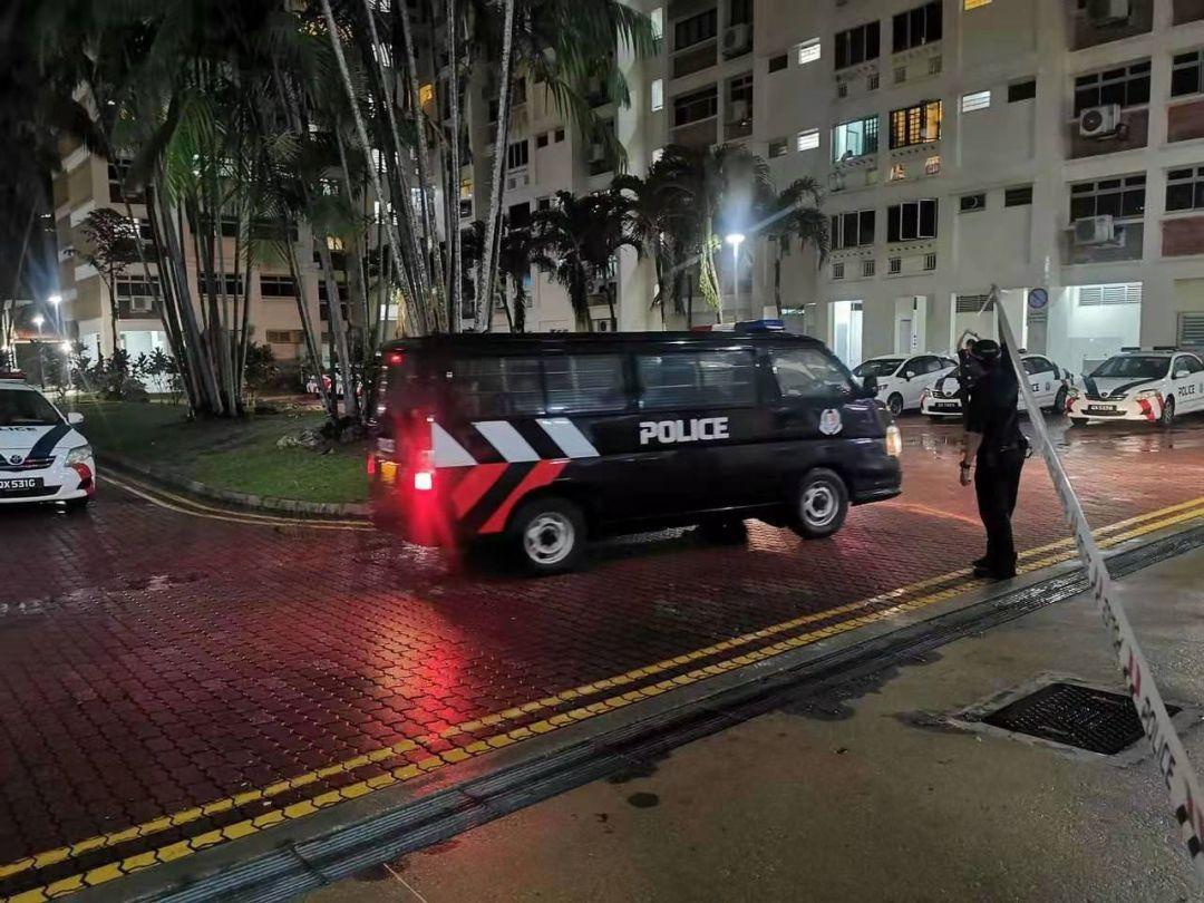 新加坡组屋一天两起凶杀案,22岁男子疯砍妈妈打死外婆