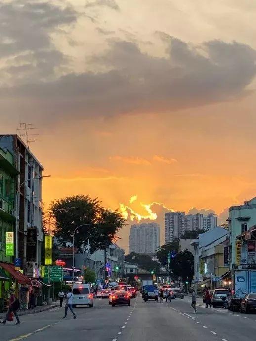 新加坡的天空,炸了!