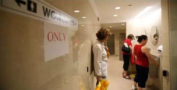 """为了解决女性""""如厕""""问题,新加坡居然搞了这么多怪招!"""