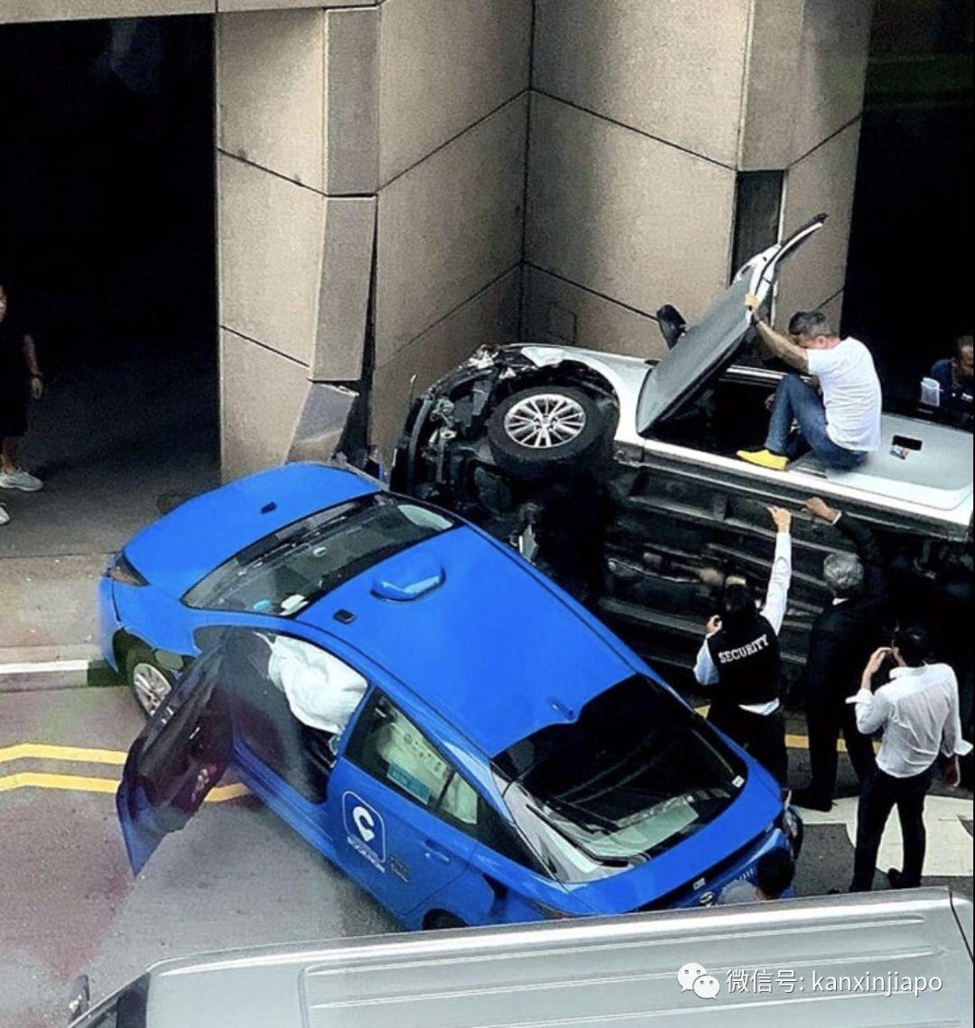 惊险!轿车被德士撞出5米后侧翻