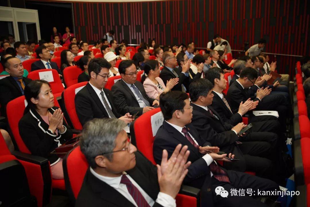 上海交通大学研究生院,今天正式在新加坡揭牌!