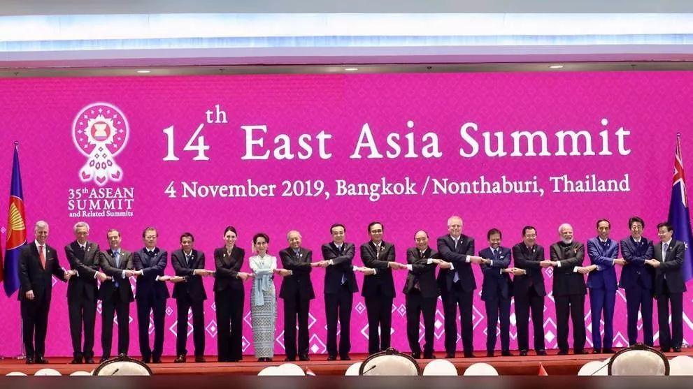 """新加坡总理:香港问题必须在""""一国两制""""框架下解决"""