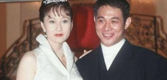 新加坡籍巨星李连杰为女儿成人礼打call,面色良好打破健康传闻