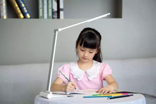 天啊,大部分人用的灯不仅会伤眼睛还会致癌!!!