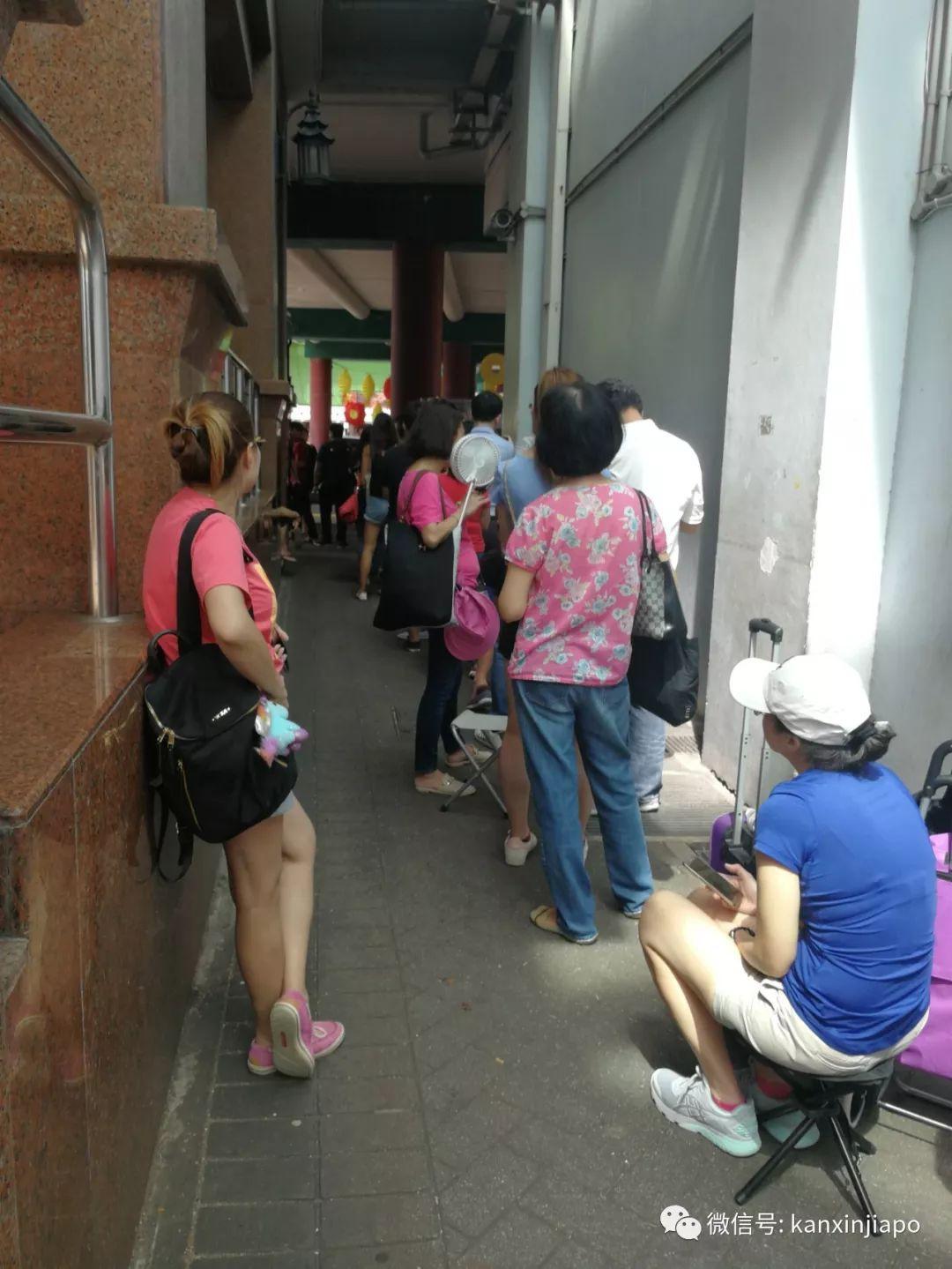 疯狂!为了一片肉干,新加坡人情愿排6个半小时队......