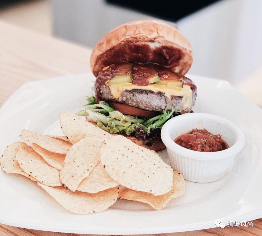 Grillhood Café, serving grilled food in the neighburhood!