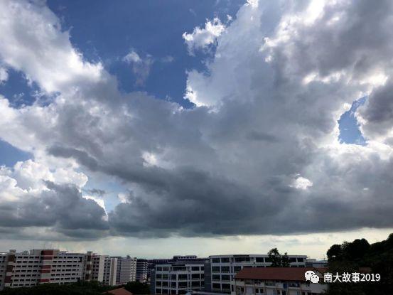 看了新加坡的云,才明白什么是天空之城!