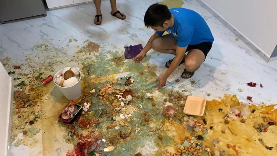 在新加坡家里吃着火锅,突然被炸成二级烧伤!