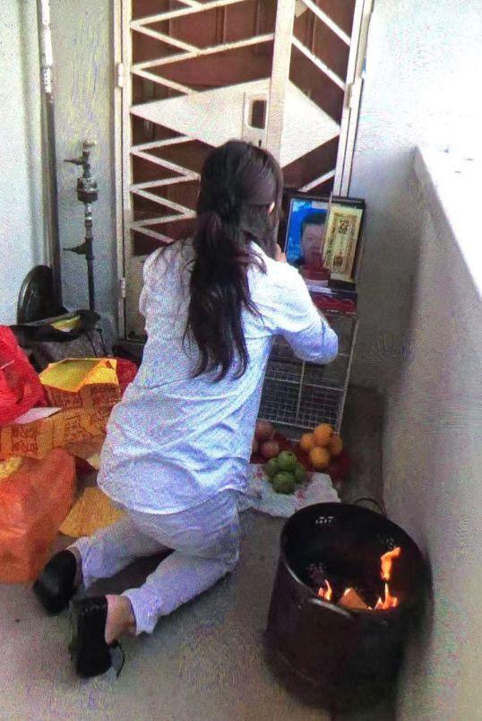 新加坡女子组屋门口烧香祭拜,背后竟是一起寒门争产记?